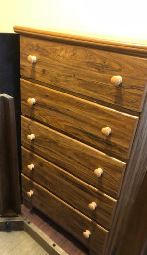 Dresser in good condition like new for Sale in Buffalo, NY