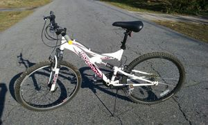 Mongoose XR 75 women's mountain bike, white, 21-speed, small aluminum frame. for Sale in Smyrna, GA
