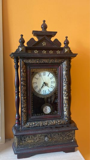 Beautiful antique Clock for Sale in PLAINFIELD, IL