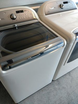 Whirlpool large-capacity washer and dryer for Sale in Raleigh, NC