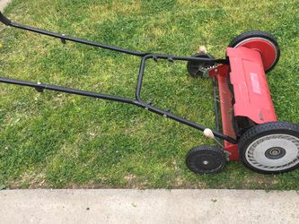 """Craftsman 18"""" Manual Reel Mower Lawn Cutting Walk Behind In Good Condition for Sale in Fresno,  CA"""