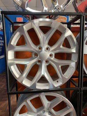 22s silver with tires 6lug Chevy for Sale in Dallas, TX