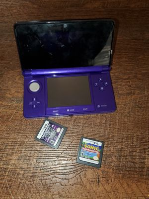 Nintendo 3DS comes with 2 games. No charger for Sale in Victorville, CA
