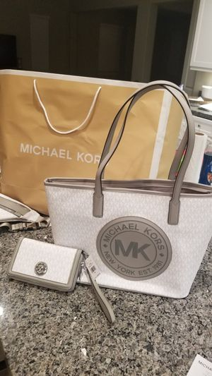 Michael Kors Tote Combo Matching Wallet for Sale in Beverly Hills, CA
