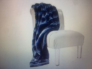 Oversized Plush Throw Blanket for Sale in Los Angeles, CA