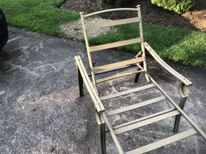 Antique gold all aluminum pool lounger for Sale in Riverton, NJ