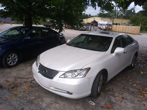 2008 LEXUS E350 FOR SALE RUN AND DRIVE GOOD WITH LEATHER SEATS NAVIGATION SYSTEM BACK UP CAMERA 132000 MILES for Sale in Decatur, GA