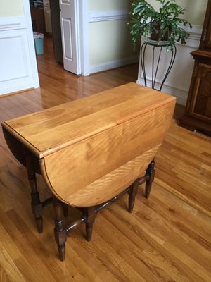 Gate leg drop leaf table for Sale in Rocky Mount, NC