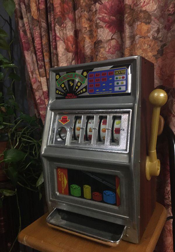 Vintage casino king / man cave game / quarter slot machine