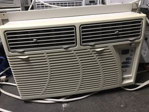 Maytag window air conditioner 10000btu with side sleeve for Sale in Brooklyn, NY