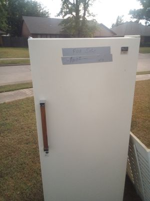 Stand up whirlpool freezer works great must sell for Sale in Oklahoma City, OK