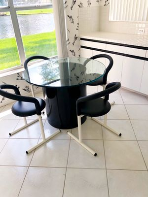 Modern kitchen table and chairs for Sale in Pembroke Pines, FL