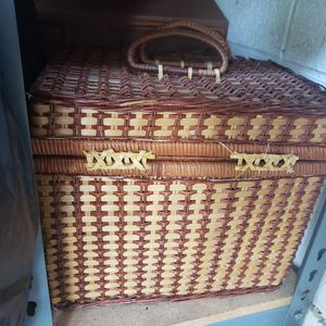 Picnic basket for Sale in Whittier, CA