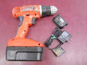 18 VOLT CORDLESS DRILL BLACK & DECKER 18V - PRICE IS FIRM for Sale in Columbus, OH