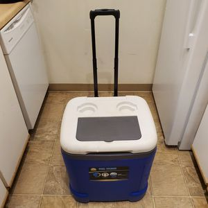 Igloo 60 qt. rolling cooler for Sale in Gladstone, OR