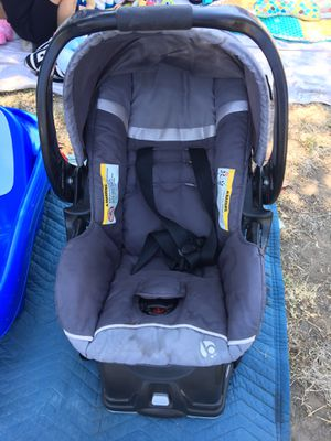 Baby car seat with base for Sale in Visalia, CA
