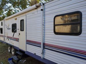 2004 Pioneer travel trailer 30' with super slide out for Sale in Pinehurst, TX