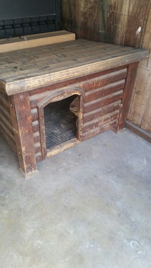 ( Free ) dog house for Sale in Huntington Park, CA