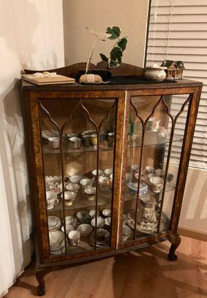 Antique Curio cabinet vintage for Sale in Corona, CA