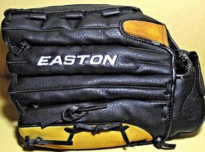 "EASTON BLACK MAGIC 14"" PATTERN SOFTBALL/BASEBALL GLOVE BX1400B RHT B1 for Sale in El Paso, TX"
