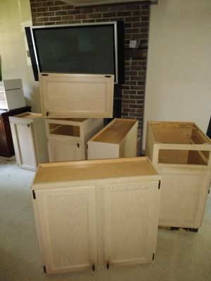 Free gratis gabinets for kitchen for Sale in Raleigh, NC