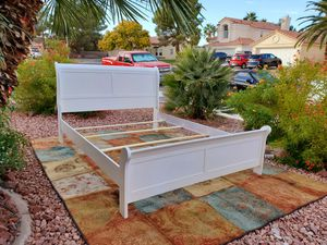 BEAUTIFUL QUEEN BED FRAME 🛌 for Sale in Las Vegas, NV