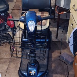 2 Scooters $100.00 / Both for Sale in Eustis, FL