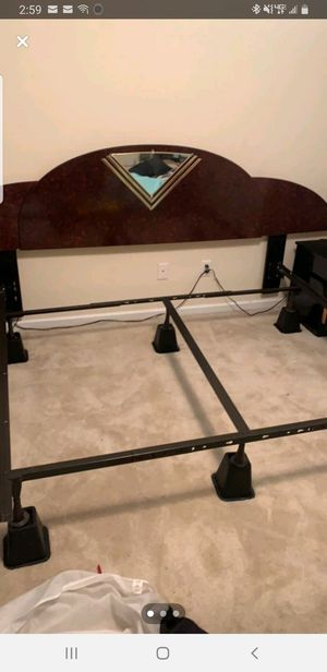 King bed and nightstands for Sale in Rincon, GA