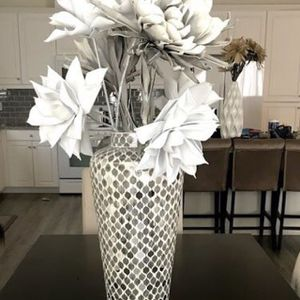 $100 Z Gallerie Vase w/flowers Included for Sale in Palmdale, CA