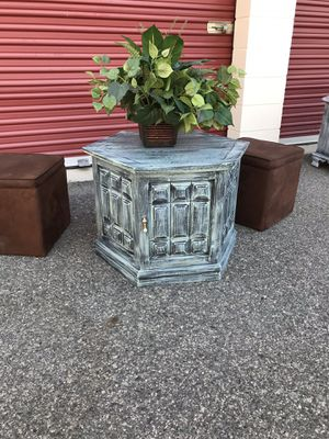 24w 20h beautiful decorative hexagon table for Sale in Lake Elsinore, CA