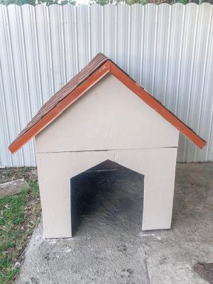 Dog house for Sale in Hialeah, FL