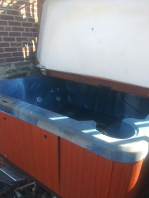 Hot tub with the part it needs for Sale in Lansdowne, PA