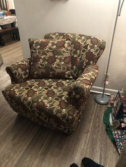 Couch Recliner And Accent Chair for Sale in Murfreesboro,  TN