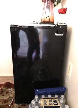 Magic chef 3.3 CU refrigerator for Sale in Chantilly, VA