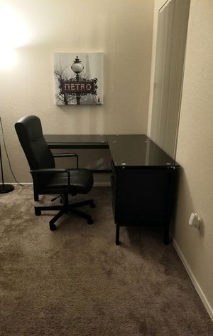 L shaped desk. for Sale in Sumner, WA