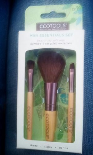 Mini essential set makeup brushes for Sale in Riverside, CA