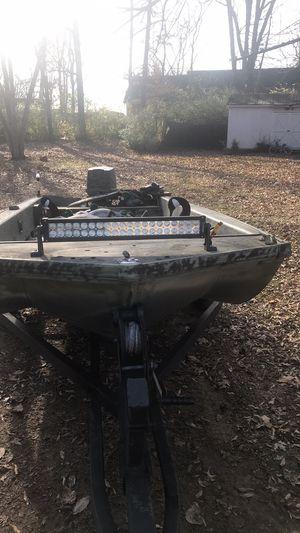 Alumacraft duck boat / fishing boat for Sale in Murfreesboro, TN