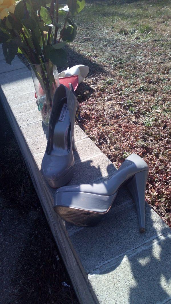 Steve Madden grey patent leather pumps size 9