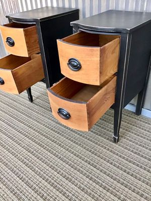Beautiful Matching Set of Antique nightstands end tables for Sale in Hesperia, CA