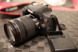 Canon EOS 750D for Sale in Mount Prospect, IL