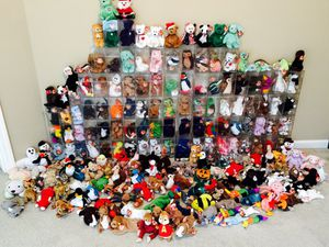 200 plus 1996 or older beanie babies bought them when my daughter was young now she's 29 and ready to let them go for Sale in Nashville, TN