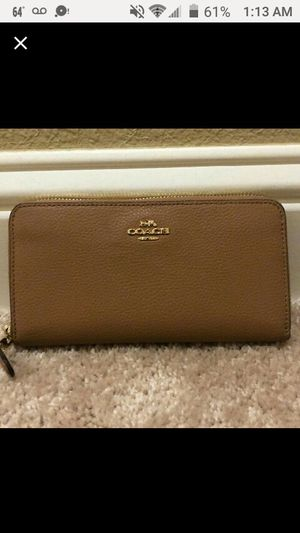 🆕COACH WALLET ACCORDION FULL ZIP CAMEL BROWN LEATHER GOLD for Sale in Elk Grove Village, IL