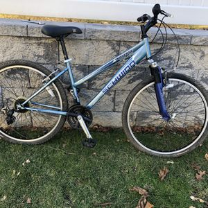 """Schwinn Traverse 26"""" Wheel Suspension 21Speed Mountain Bike A/ New Chain! for Sale in East Northport, NY"""