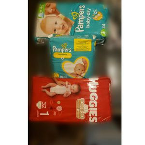 Size 1 Diapers Pampers/huggies for Sale in Nellis Air Force Base, NV
