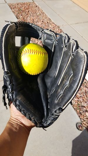 Adult softball glove for Sale in Avondale, AZ
