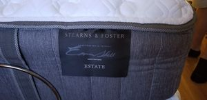 Sterns and foster estate queen mattress with control. for Sale in Miami, FL