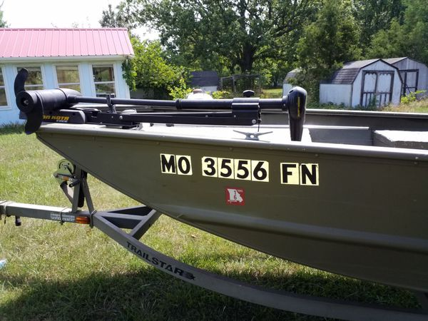 Tracker Fishing Boat with Mercury 25hp Motor and Trac Star Trailer.