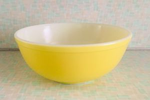 Vintage Pyrex nesting mixing bowl-yellow for Sale in Mokena, IL