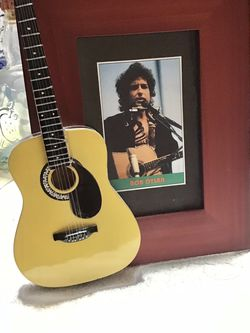 MINI GUITAR WITH BOB DYLAN PICTURE IN FRAME for Sale in Orlando,  FL