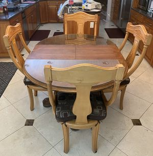Solid wood Expandable Kitchen Table w/ 4 Chairs for Sale in Buena Park, CA